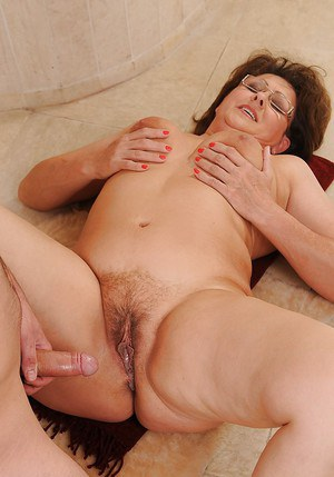 Brunette German mature lady gets cum on her face