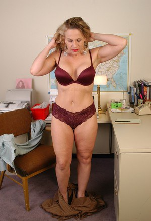 Hot Mature Gals nude hairy mature women over 60 yrs